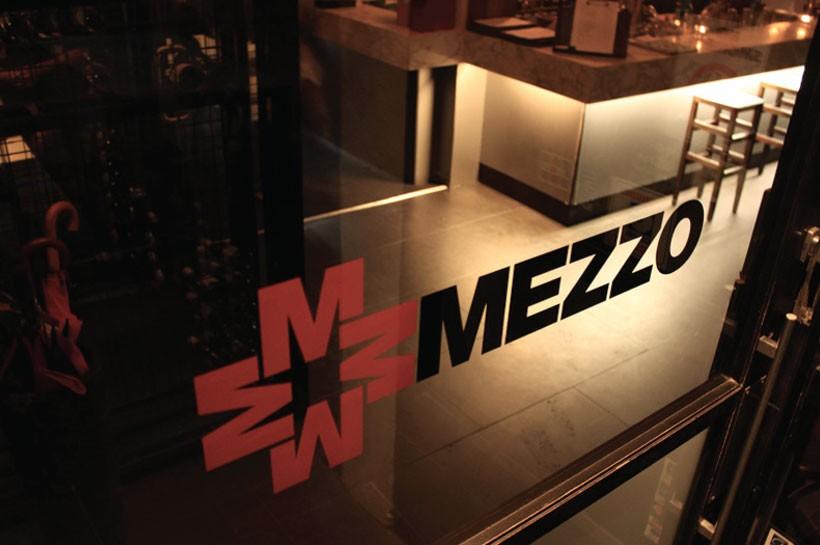 MEZZO BRANDING · 03